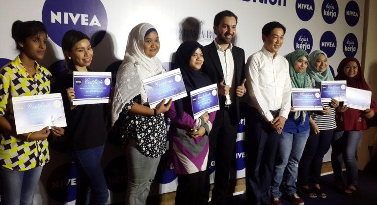 NIVEA Kejar Kerja apprentices with NIVEA's Ng Hock Guan, Country Manager for Beiersdorf Malaysia and FORWARD