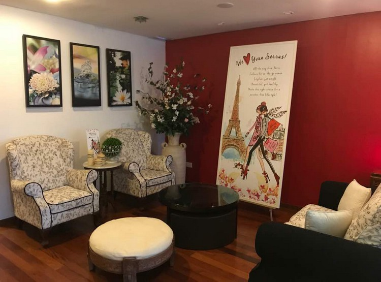 Celebrity Beaute's waiting area where clients can sit and relax after their therapy session