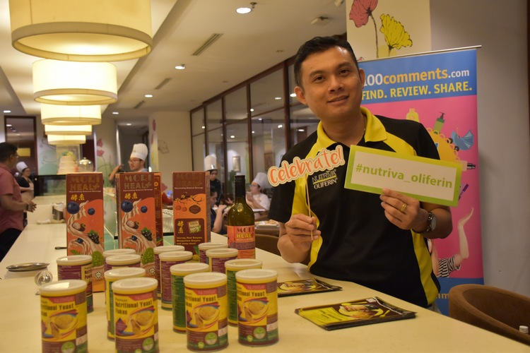 Mr Wallace Teoh, GM of Nutriva International Sdn Bhd with Nutriva's health products