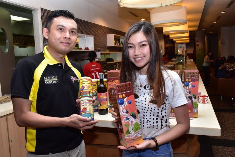 Megan Tan receiving her gift from Mr Wallace of Nutriva