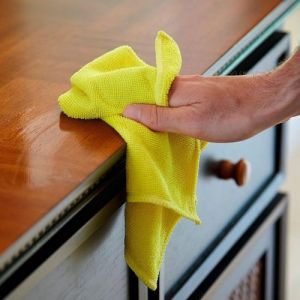 Quickly and effectively eliminates dust using Scotch-Brite™ Dusting Cloth